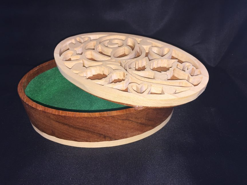 Oval Scroll Saw Heart Box